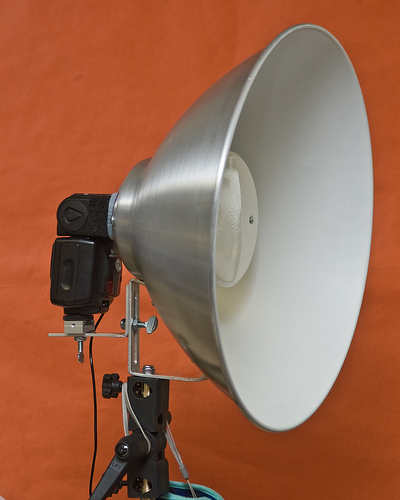 Build A Beauty Dish From An IKEA Lamp