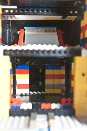 A Twin Lens Reflex (TLR) Built From Lego Bricks