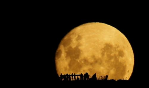 This Amazing Slow Moon Rise Is Not A Timelapse
