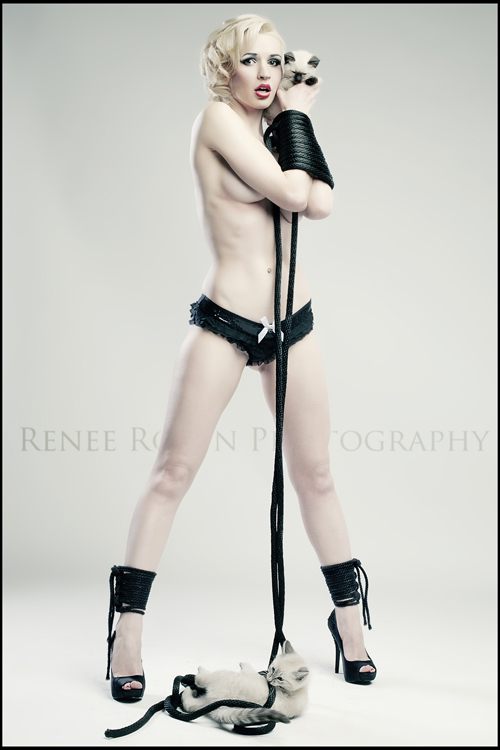 Interview With Canadian Model, Photographer And Retoucher Renee Robyn [mildly NSFW]