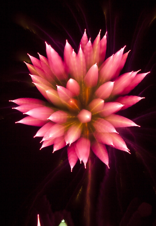 How To Photograph Spiky Fireworks With Long Exposure