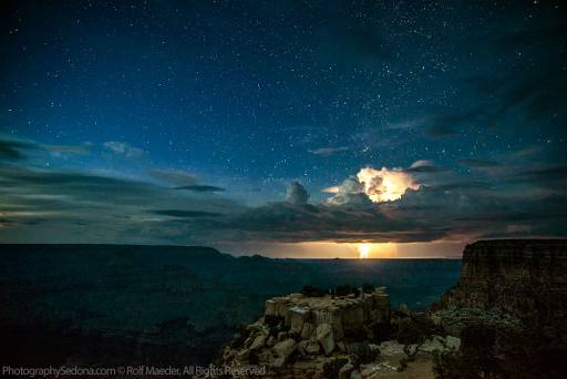 Nature Forces: Photographer Captures Two Lightings Over The Grand Canyon
