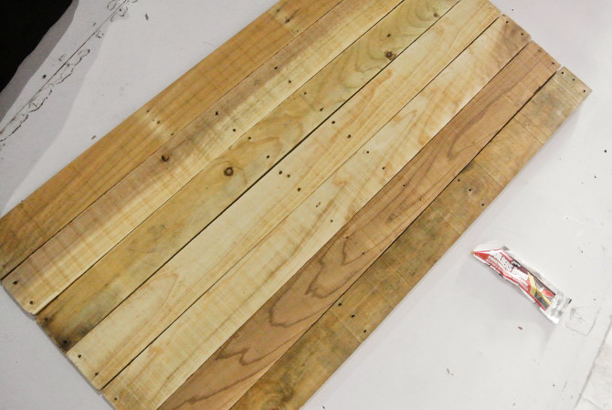Only using wood glue, I sticked the planks and plywood together