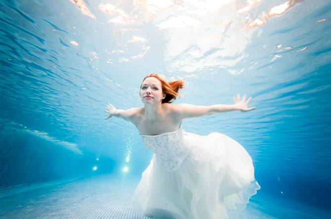 underwater bride trash the dress resort pool jp danko toronto commercial photographer