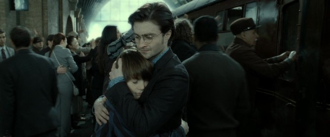 Harry_Potter_and_the_Deathly_Hallows_Part_2_KISSTHEMGOODBYE_NET_1800
