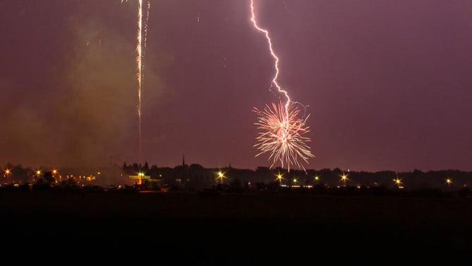 fireworks-lightning-mitch-axness