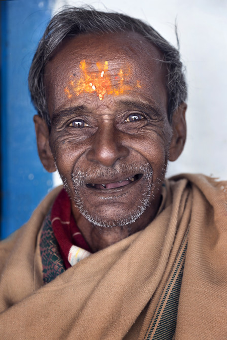 This 74 year old man just walked up 1000m to pray in a Hindu temple