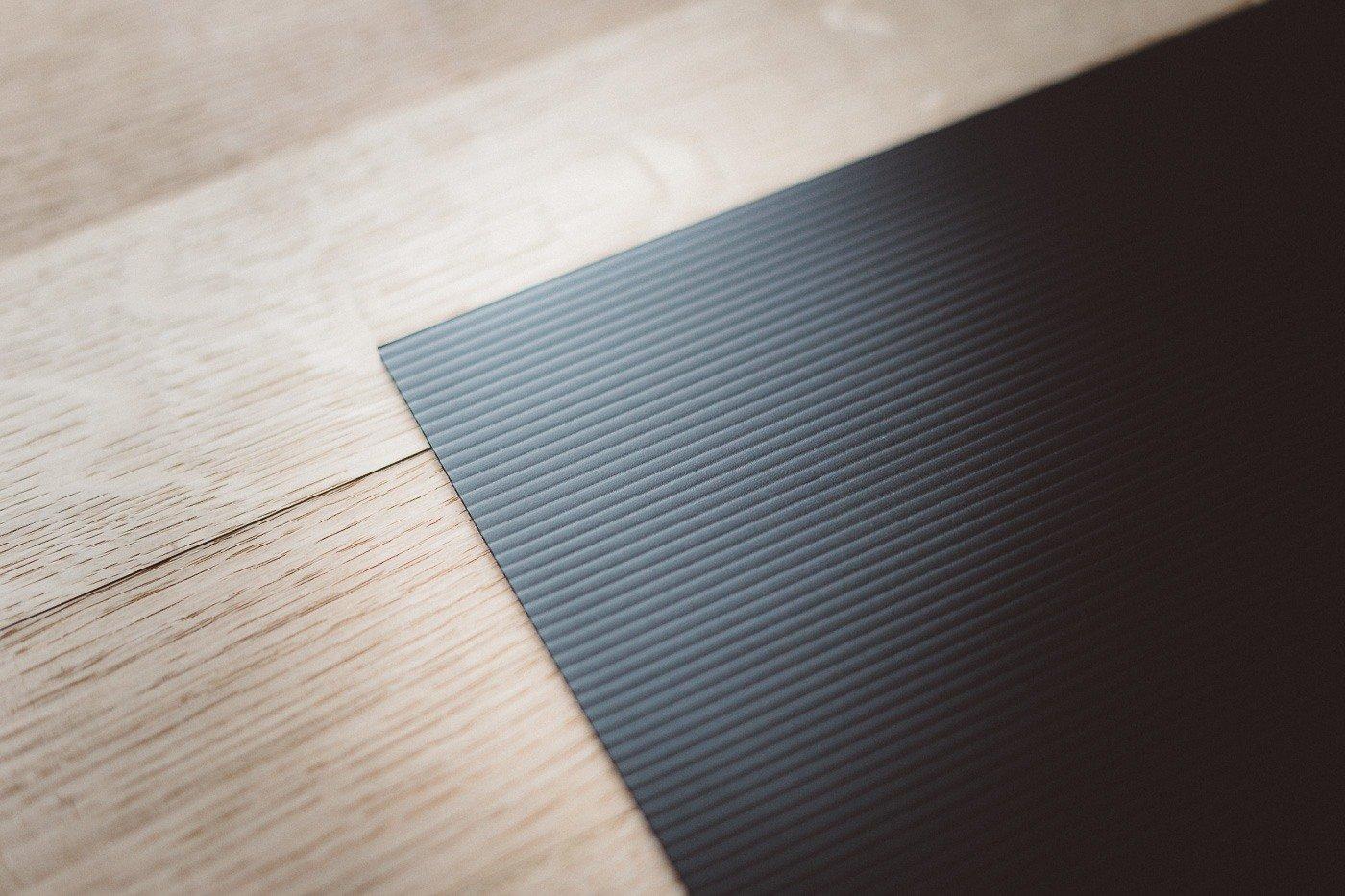 03-corrugated-plastic-black-cardboard