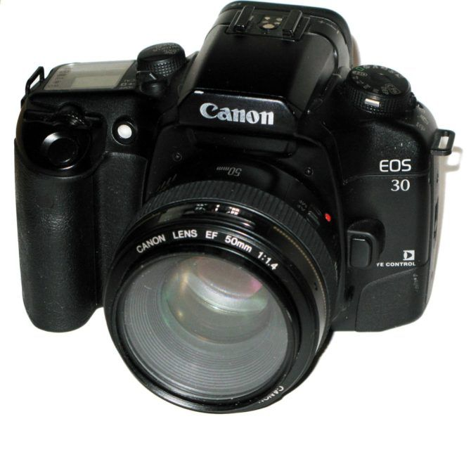 The EOS 30 – Photo by Rama from Wikipedia