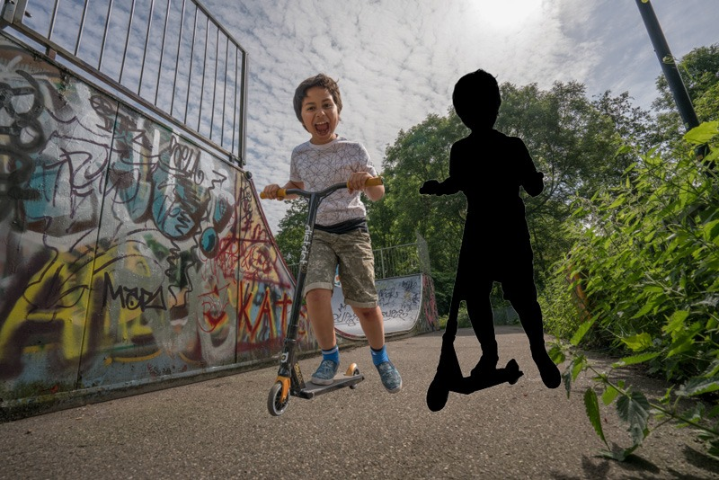 To show you why you almost never can use the shape of the model as a shadow I show you this and next image. Here I duplicated the layer of my son and made it black.