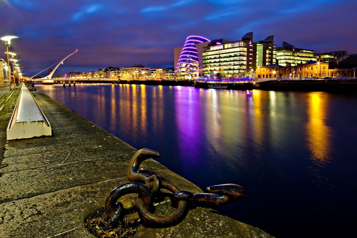 dublin-docklands-by-night