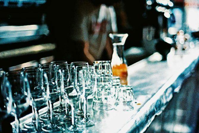 A Paris bar on xpro Agfa CT100 Precisa