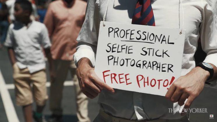 profesional-selfie-stick-photographer