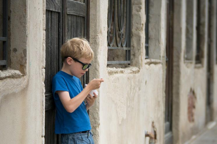 Lensbaby Velvet 85mm Review Nikon Mount - Boy in Venice With Gelato
