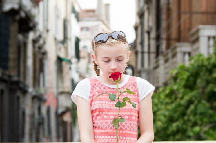Lensbaby Velvet 85mm Review Nikon Mount - Girl with Rose in Venice
