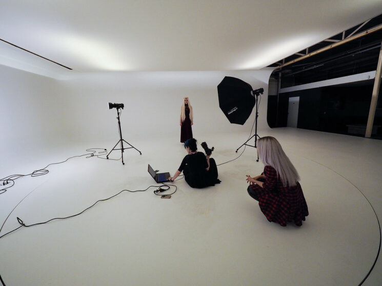 safety tips for models and photographers - Don't be alone on set if it can be helped